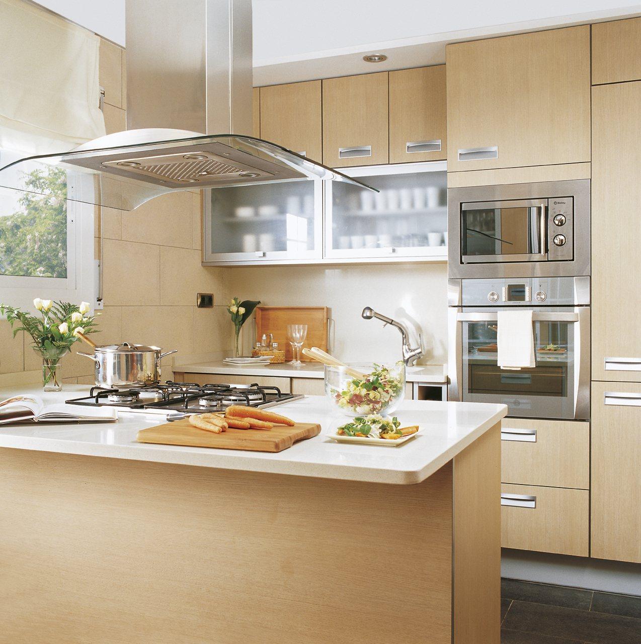 Cocinas peque as soluciones y consejos for Modelos de cocinas de madera modernas